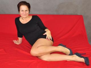 RealWomanYnez hot and sexy cam girl