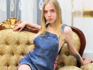 Webcam model AdrianaEve from XLoveCam