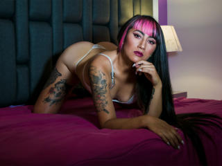 Webcam model AgneseAston from XLoveCam