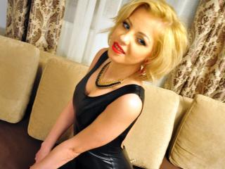 Webcam model AhhDiva from XLoveCam