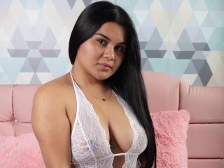 Webcam model AlannaKendall from XLoveCam