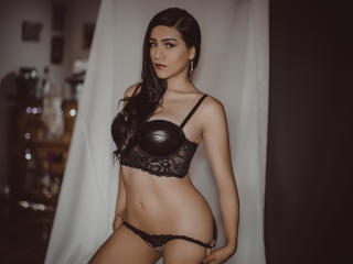 Webcam model AlejandraRuiz from XLoveCam