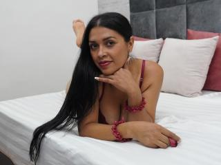 Webcam model AlessandraMorelli from XLoveCam