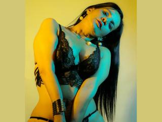 Webcam model AlessiaHotSquir from XLoveCam