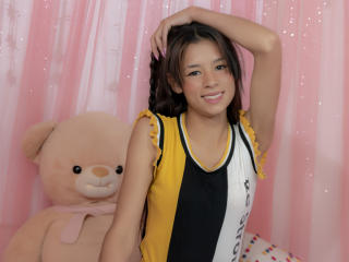 Webcam model AlexaLovee from XLoveCam