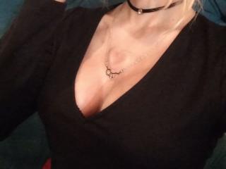 Webcam model AlexandraZaryanova from XLoveCam