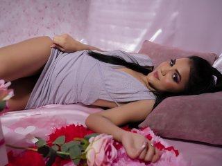 Webcam model AliceRizzo from XLoveCam