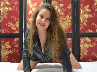 Webcam model AlisaAnders from XLoveCam