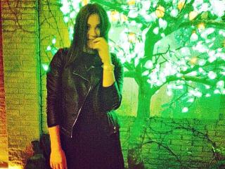 Webcam model AlisaQLisa from XLoveCam
