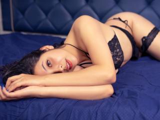 Webcam model AlishaHensen from XLoveCam