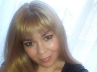 Webcam model AlisonFox from XLoveCam