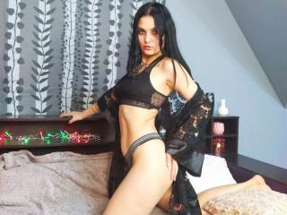 Webcam model AllisonQuinn from XLoveCam