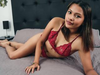 Webcam model AllisonWill from XLoveCam