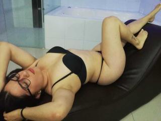 Webcam model AmaliaKim from XLoveCam