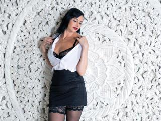 Webcam model AmberHotQueen from XLoveCam