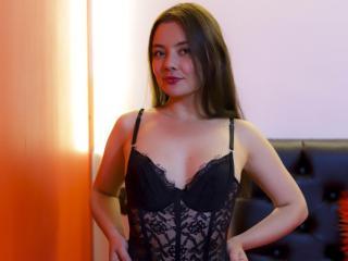 Webcam model AmyCalloway from XLoveCam
