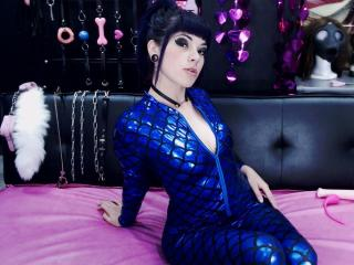 Webcam model AmyDanne from XLoveCam