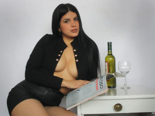 Webcam model AnaBellaCox from XLoveCam