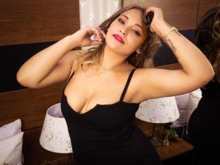Webcam model AndreaCrouse from XLoveCam