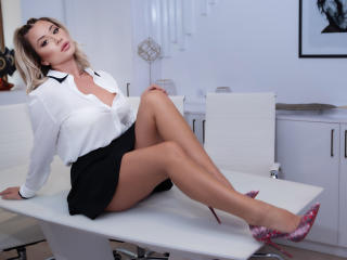 Webcam model AneMarye from XLoveCam