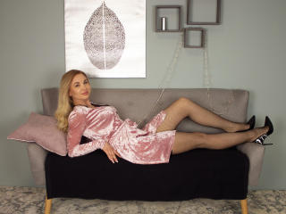 Webcam model AngelicaSwon from XLoveCam