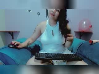 Webcam model AnnMiley from XLoveCam