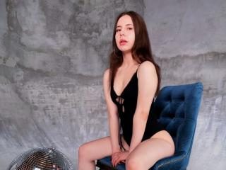 Webcam model AnnaFaris from XLoveCam