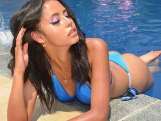 Webcam model AntonellaDaMata from XLoveCam