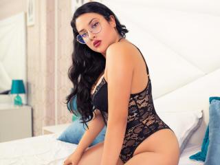 Webcam model AntonellaMeller from XLoveCam