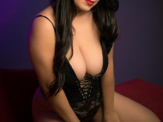 Webcam model AntoniaBellaX from XLoveCam