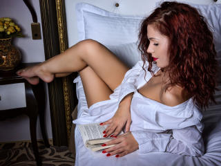 Webcam model Anya from XLoveCam
