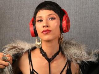 Webcam model AriScarlett from XLoveCam