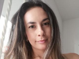 Webcam model ArianaGutierrez from XLoveCam