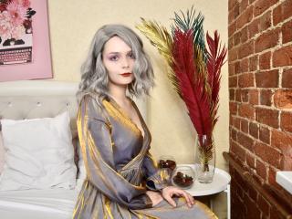 Webcam model ArleenHodge from XLoveCam