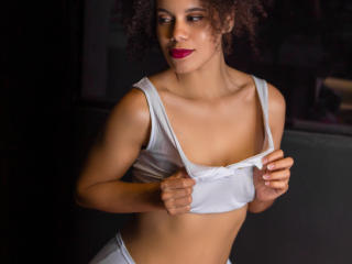 Webcam model AshantiParks from XLoveCam