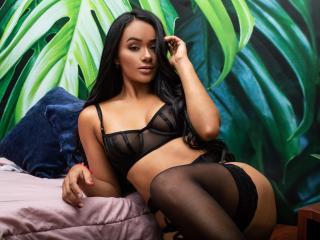 Webcam model BeatriceByrne from XLoveCam