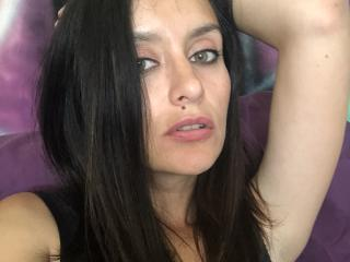 Webcam model BelleSue from XLoveCam