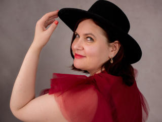 Webcam model BigTitsXHot from XLoveCam