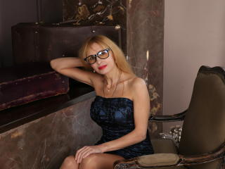 Webcam model BlondPussy from XLoveCam