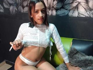 Webcam model BlondeCandyGirl from XLoveCam