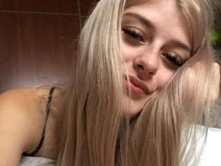 Webcam model BlondeLover from XLoveCam