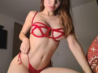Webcam model BlondieHotForU from XLoveCam