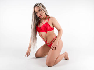 Webcam model BritannyRooss from XLoveCam