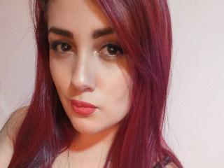 Webcam model BrunaRusse from XLoveCam