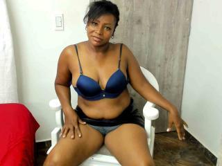 Webcam model BryannaGreen from XLoveCam