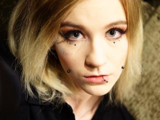 Webcam model CARAluxury from XLoveCam