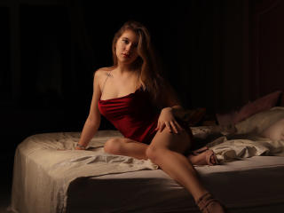 Webcam model CameliaDelicious from XLoveCam