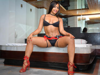 Webcam model CamilaFlower from XLoveCam