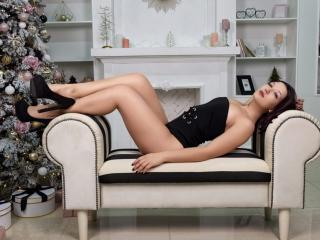Webcam model CammiLee from XLoveCam