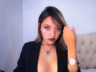 Webcam model CarlaRoig from XLoveCam